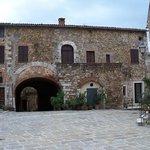 Piazza del Castello di Montemerano
