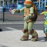 Les tortues Ninja sont là et amusent les enfants!