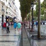 Avenue Champs Elysees!
