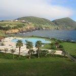 Vista del Hotel, con la piscina exterior