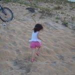 Minha neta Sofia na praia de Guriri