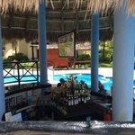 swim up bar main pool