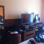 Escrivaninha e tv do quarto