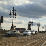 Traffic on the Pont de Pierre