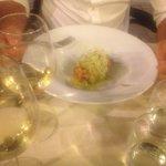 Ratatouille di pesce spada con frutti tropicali e salsa di avocado...