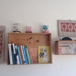 La piccola libreria della sala comune