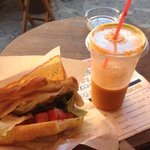 Hot sandwich (turkey, tomato, lettuce) and large drink (carrot) €9.