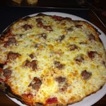 Pizza de carne y salsa barbacoa