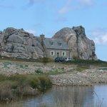 La petit maison entre les rochers