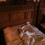 Burgherrzimmer Bett,drin unser Baby:)