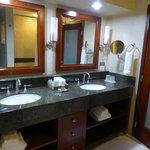 Gorgeous bathroom, very spacious