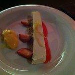 tarta de queso con galleta y una crema de huevo y limón