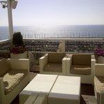 Visões da área da piscina, lá embaixo a marina de Tel Aviv