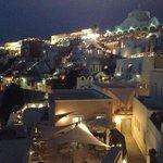 Santorini bei Nacht von der Terasse aus