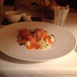 saumon marine comme un hareng du restaurant francais