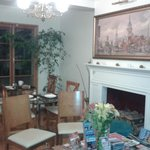 Sala de estar bem aconchegante, tbm é o local do café da manhã