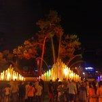 iedere avond muzikale fonteinen in de stad