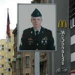 Foto of American soldier at Checkpoint Charlie