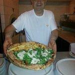 Mariano e la sua pizza al tagliere...