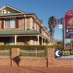 Endeavour Court Motor Inn- corner Macleay and Bourke Sts Dubbo