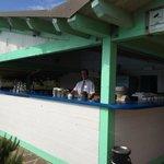 Bar piscina dove troverete piatti alla brace carne e pesce e (Corrado grande Barman)