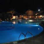 basen wieczorem