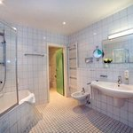 TOP KHR Stadthotel Freiburg_Bath Double Room XL