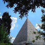 piramide cestia - veduta dal cimitero acattolico 4