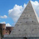 piramide cestia e porta san paolo