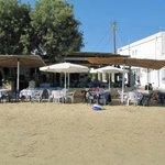 taverne sur la plage du port
