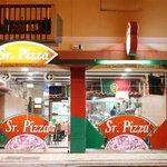 No SR.PIZZA...comi a melhor pizza em toda a mina existência ;) Vai a Peniche vá a melhor das me