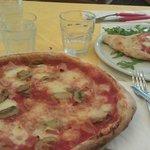 Calzone y pizza de prosciuto e funghi (jamón y champiñones)