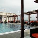 Place to be in Havanna - der Pool mit seiner Bar ist der Knaller!