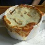 Nieśmiertelna - francuska zupa cebulowa