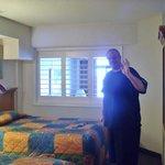 Room 818 (B)