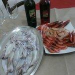 calamari e gamberi pescati nel nostro mare e serviti da noi