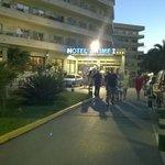 entrée de l'hôtel de nuit