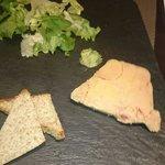 Foie gras 1 tranche 15 euros...... Passez