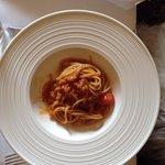 Spaghetti pane, lardo e pomodorini