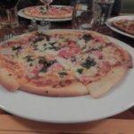 Pizza tomate basilic croustillante à souhait