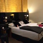 Habitación: cama muy cómoda y habitación moderna
