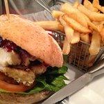 Bert & Berry chicken burger