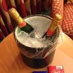 O Hotel oferece balde e máquina gratuita de gelo no 3 andar: tome uma champagne!