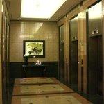 エレベーターロビー