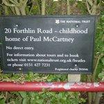 Информационная табличка возле дома