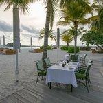 Tables en bord de piscine & plage