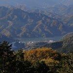 景信山から見た相模湖