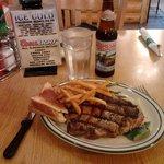 """une viande super tendre servie """"bleue"""" comme demandé avec une """"locale """" bière  : le top"""