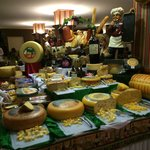 Table with diferents cheeses 1