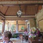 Dining/lounge area